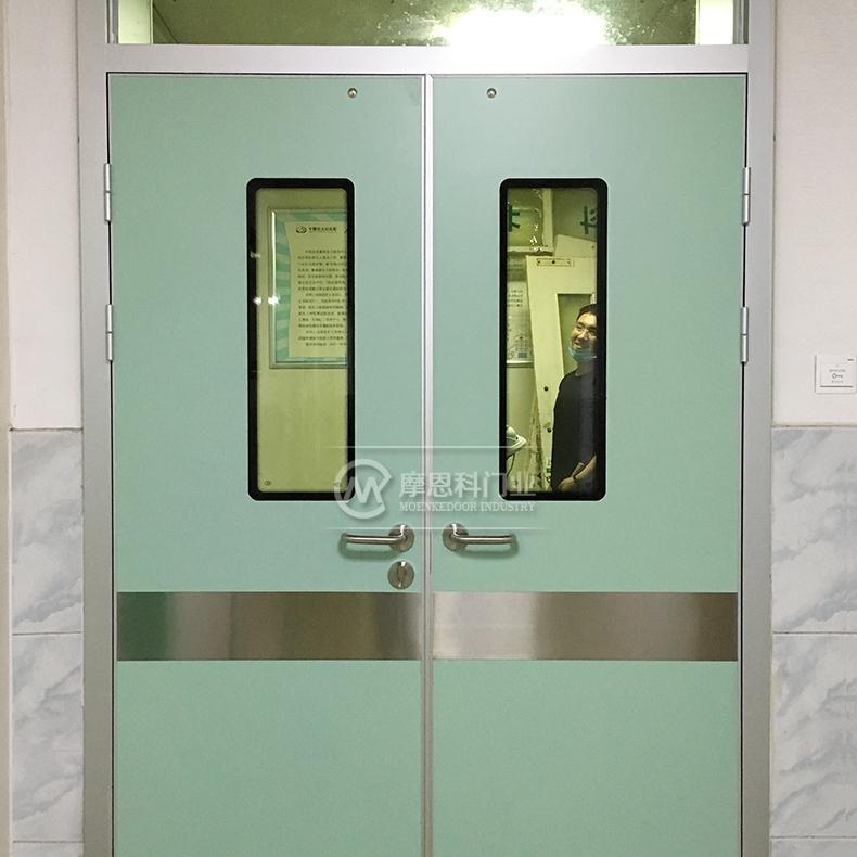 病房对开门